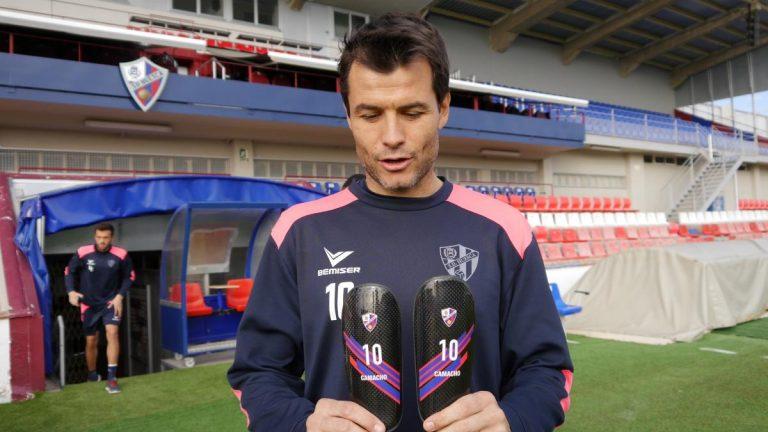 Podoactiva realiza espinilleras a medida a los jugadores del SD Huesca