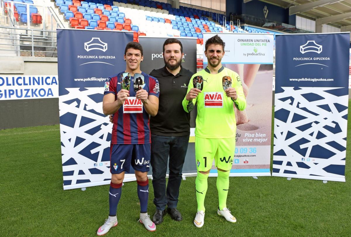 Los jugadores de la S.D. Eibar reciben las espinilleras personalizadas by Podoactiva