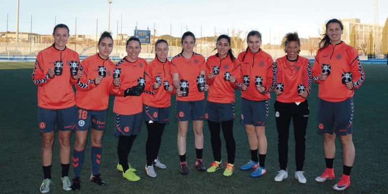 Las jugadoras del C.F.F. Zaragoza reciben las espinilleras personalizadas Élite Podoactiva.